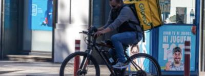 В Испании парень притворялся курьером, нарушая комендантский час