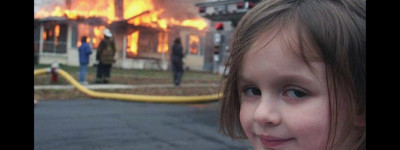 Испанская «Девушка-катастрофа» продали мем за 500 000 долларов