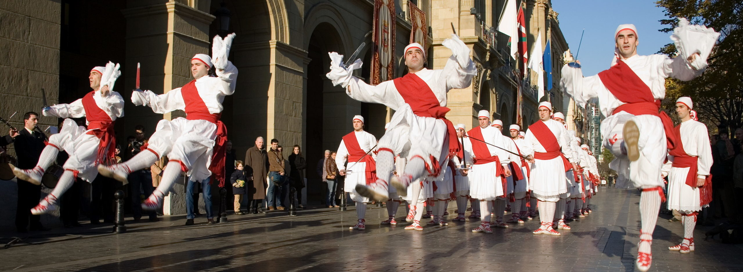 Мужчины баски