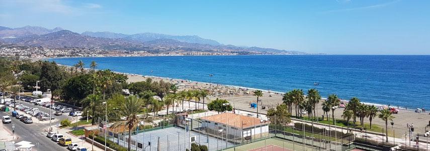 На пляже Playa de Torre del Mar