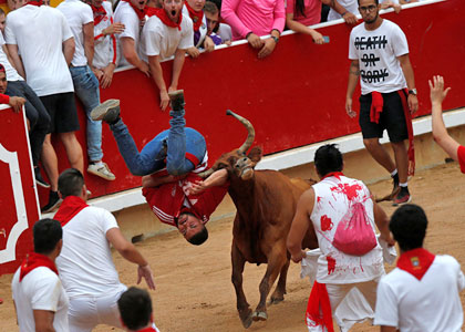 Травмы при забеге быков на празднике Сан-Фермин
