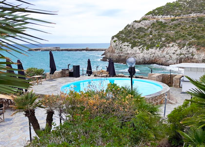 Бассейн у пляжа Cala Morisca
