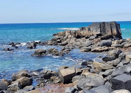 Каменистый берег Playa Juan Gómez
