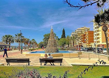 На набережной Playa de Torre del Mar