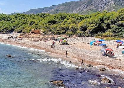 На пляже Cala Argilaga