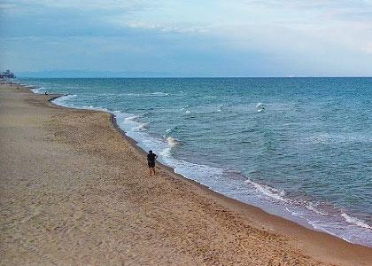 На пляже Platja del Mareny de Sant Llorenç