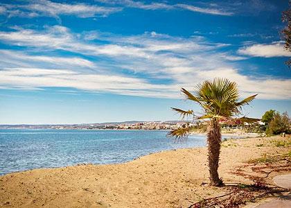 На пляже Playa de la Cala