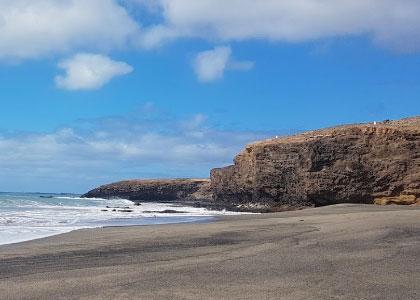 На пляже Playa Juan Gómez