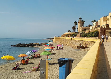 На пляже Roquetas