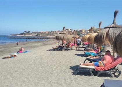 Отдыхающие на пляже De la Tejita
