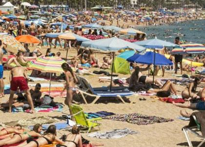 Отдыхающие на пляже La Mar Bella