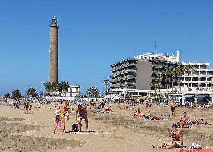 Отдыхающие на пляже Maspalomas