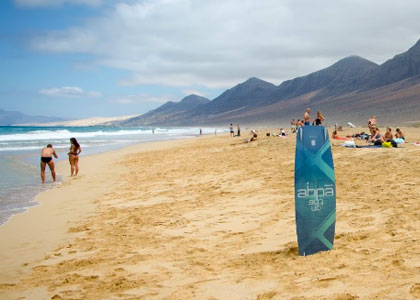 Отдыхающие на пляже Playa de Cofete