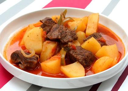 Kartofel' s myasom Korne kon Papas