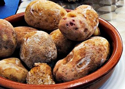 Pechenyj kartofel' Papas Arrugadas