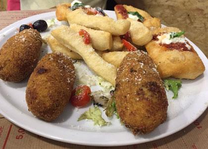 блюдо в пиццерии Spacca Napoli