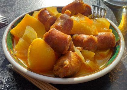 колбаски с картофелем в Casa Revuelta