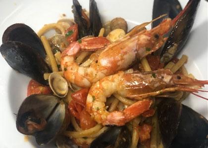 морепродукты в пиццерии Spacca Napoli