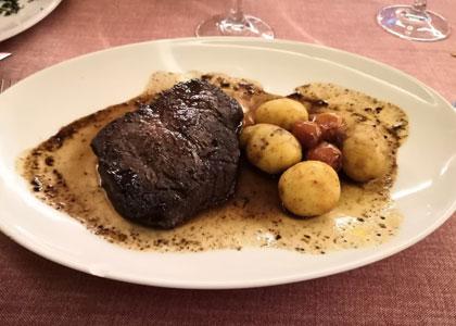 мясо с картофелем в ресторане Los Galayos