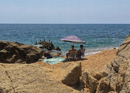 нудистский пляж Roques Blanques