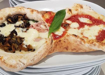пицца в пиццерии Spacca Napoli