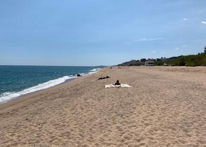 пляж для нудистов Roques Blanques
