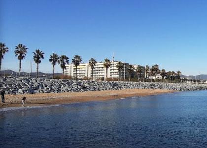пляж нудистов Platja de la Mora – Badalona