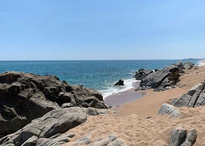 пляж нудистов Roques Blanques