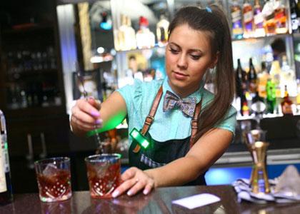 работа барменом, русские в марбелье 2019