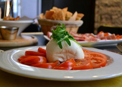 салат в кафе-паб Ruzanuvol
