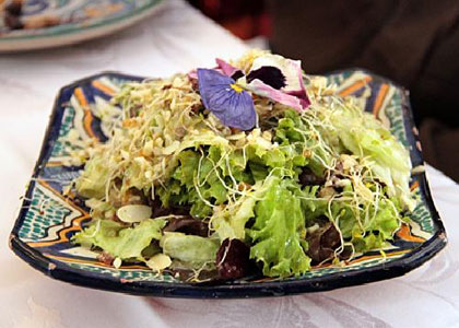 салат в ресторане Balansiya