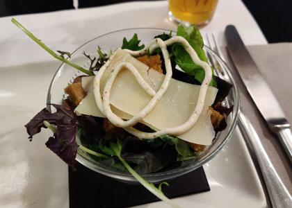 салат в ресторане Oslo