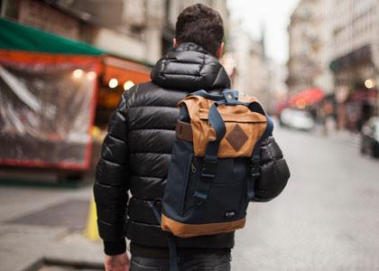 турист с рюкзаком