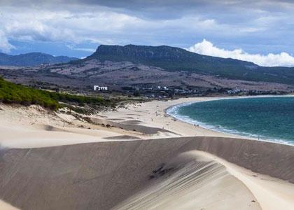 Барханы на пляже Плайя де Болония
