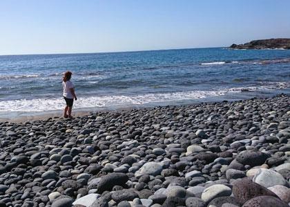 Галечный пляж Playa Colmenares