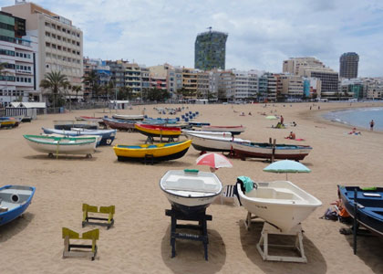 Лодки на пляже Лас-Буррас