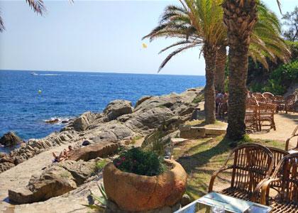 На пляже Cala Banys