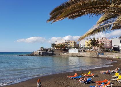 На пляже Las Marañuelas