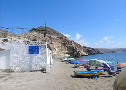 На пляже Плайя-де-Аргинегин