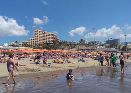 На пляже Плайя-дель-Инглес