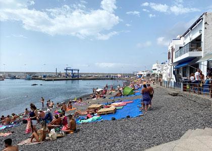 На пляже Пуэрто-де-лас-Ньевес