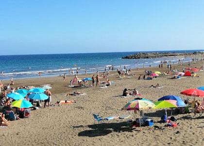 Отдыхающие на пляже Лас-Буррас