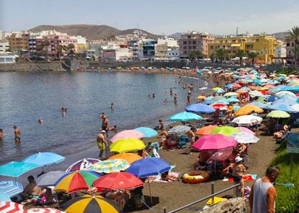 Отдыхающие на пляже Las Marañuelas