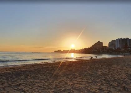 Песок и море Малапескера