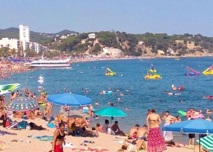 Развлечения на пляже Льорет-де-Мар