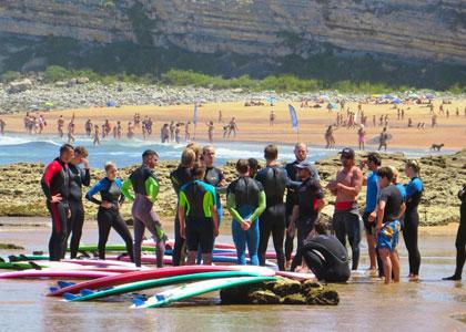 Серфингисты на Плайя де Лангре