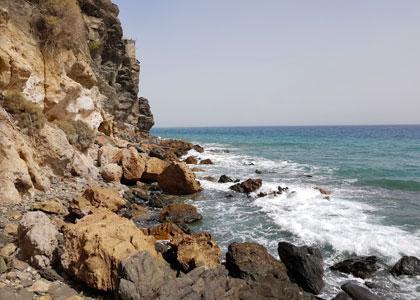 Скалы на пляже San Augustin