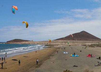 Вид на пляж Montaña Roja