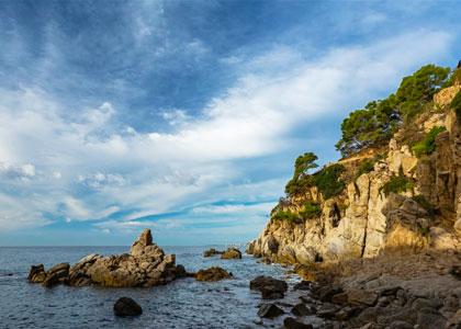 Вид на пляж Trons