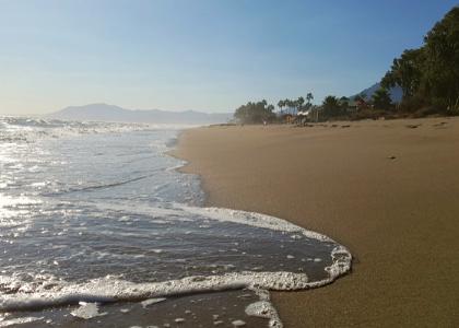 Волны Пляжа Аликате